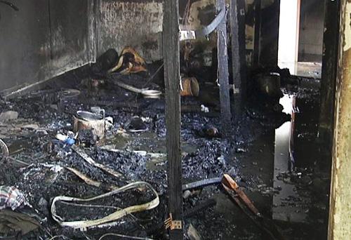 Bên trong phòng đã bị cháy rụi hoàn toàn.