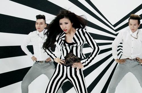 MV lần này, Trang Pháp hợp tác cùng đạo diễn trẻ Uyên Thư, người từng thực hiện nhiều MV cho các ca sĩ khác như chị Hồ Ngọc Hà, Noo Phước Thịnh,vv..vv.