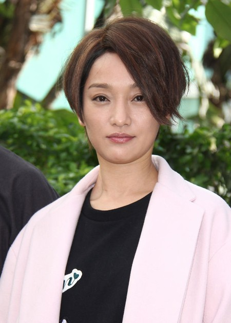 Người đẹp cũng bị chê vì mái tóc không hợp với gương mặt.