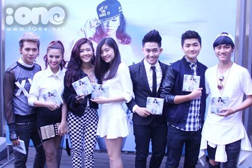 Dàn thí sinh trong cuộc thi Tìm kiếm tài năng mà Cẩm Tú đã tham gia và được giải nhì.