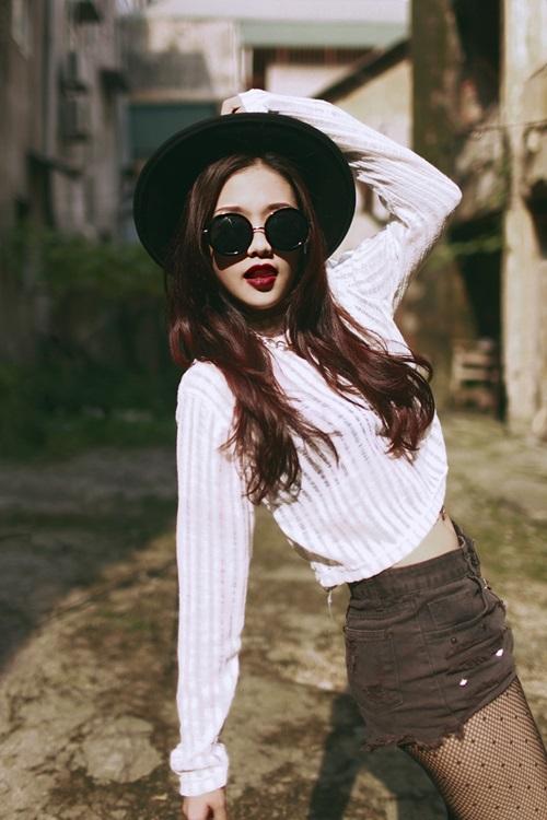 Trần Cao Cẩm Tú từng được nhiều người biết đến qua Vòng Đối đầu của cuộc thi The Voice Việt 2013 trong đội của HLV Hồng Nhung. Tuy không giành được chiến thắng để bước vào vòng trong, nhưng Cẩm Tú vẫn nhận được rất nhiều lời khen ngợi của khán giá, và mọi người có phần tiếc nuối cho cô gái trẻ có chất giọng trầm và khỏe này.