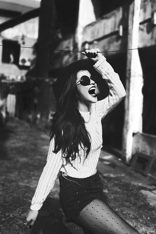 Thỉnh thoảng rảnh rỗi, Cẩm Tú còn tự biên đạo vũ đạo cho mình với các bài hát mà mình yêu thích. Cẩm Tú xem đây là một hình thức giải trí, xả stress khá là hiệu quả, thích hơn là còn tự kiếm được tiền để trang trải việc học và các chi phí linh tinh khác của mình nữa.
