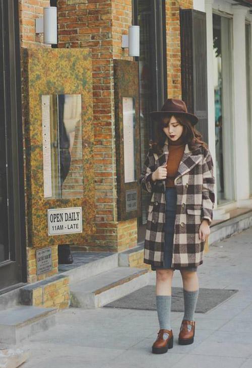 Tuy ăn vận rất sành điệu nhưng cô nàng này lại không mấy hứng thú với hàng hiệu.không hẳn là mình không đủ tiền mua mà cá nhân mình nghĩ đồ mặc đẹp k nhất định phải là  đồ đắt tiền , mình cũng hay tìm đến những chợ đồ cũ để chọn những bộ trang phục độc -đẹp- lạ mà lại rất hạt rẻ