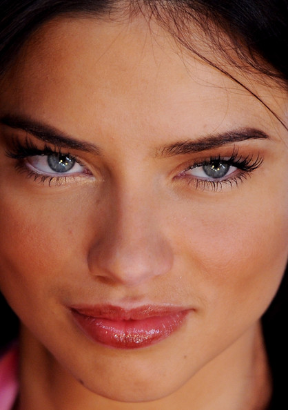 Adriana-Lima-Makeup-False-Eyel-1951-3450