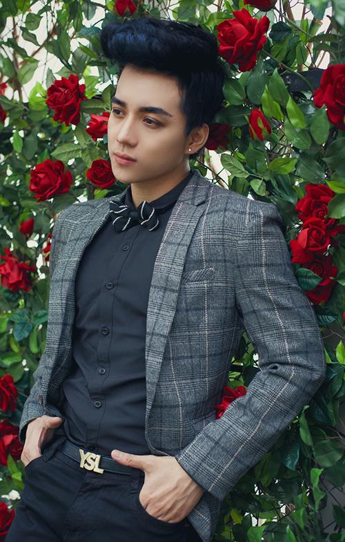 Chiều cao, hình thể cân đối cùng gương mặt đẹp trai như mỹ nam Hàn giúp Vĩnh Cường ngày càng nhận được nhiều lời mời chụp hình thời trang.