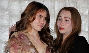'Sư tử' Kim Loan khóc sướt mướt trong họp báo em gái