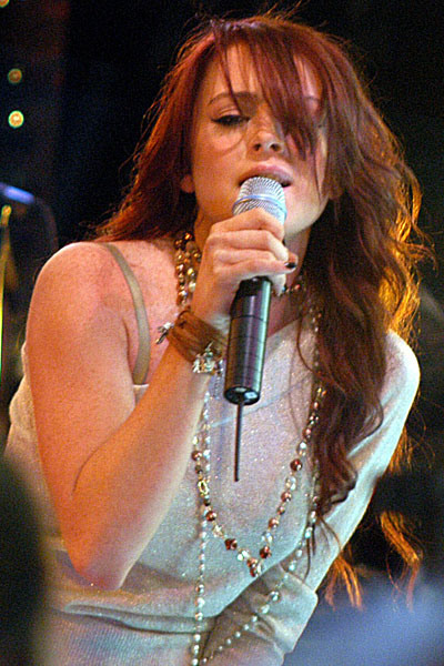 lindsay-lohan-lip-synching-sca-5904-6152