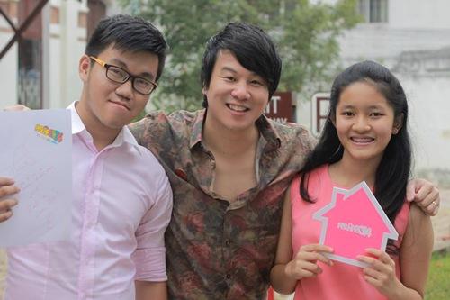 Nhạc sĩ Thanh Bùi là 'chủ xị' cho đội màu hồng.