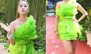 Hot or not: Khánh Thi diện váy xếp tầng như giấy gói quà