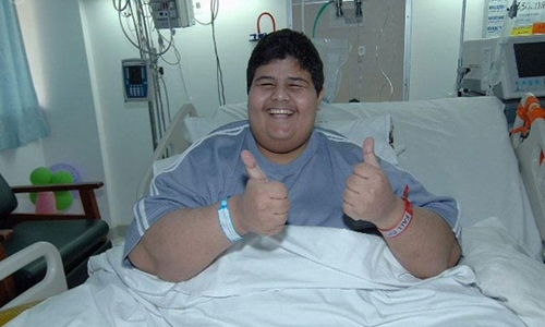 Shaari tươi cười tại bệnh viện sau khi giảm được 320 kg.