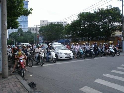 Chuyện qua đường ở Việt Nam cũng được ghi trong cẩm nang du lịch thế giới.