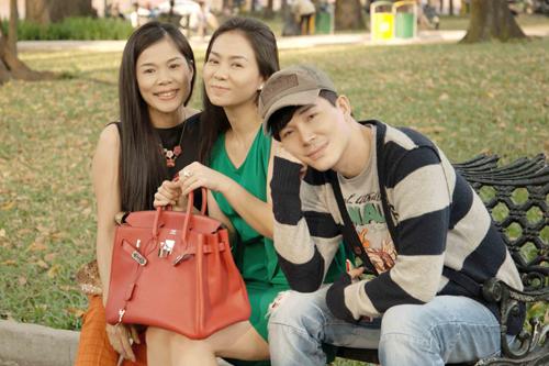 Dù không hào hứng với Tết vì không ở bên gia đình, nhưng Nathan Lee rất thích những ngày Sài Gòn không ồn ào, tấp nập và được cười đùa, trò chuyện thoải mái với 2 người chị đáng quý của anh.
