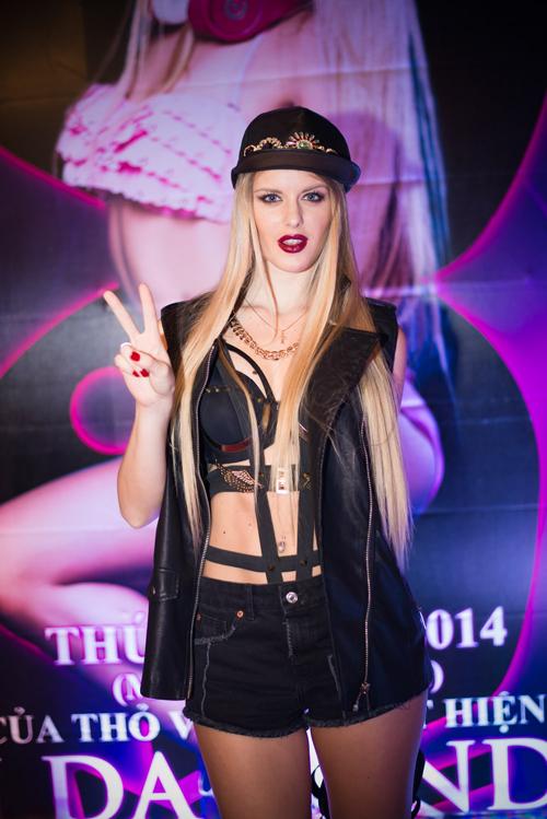 """Da Candy tên thật là Katrin Mikhaylenko, sinh ra và lớn lên tại Ukraine. Với khả năng khuấy động sân khấu và """"đốt cháy"""" sàn nhạc theo phong cách riêng, Da Candy xếp thứ hai trong cuộc thi World Cup Female DJ (tổ chức tại Pháp vào năm 2012). Cô là gương mặt top DJ ở nhiều câu lạc bộ trên khắp thế giới."""