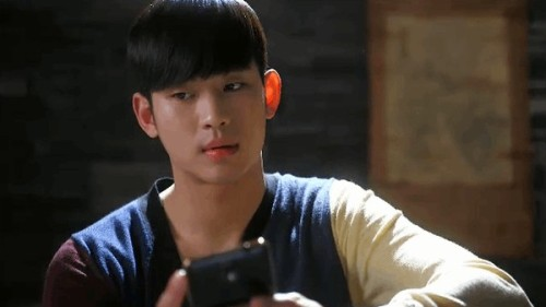 Min Joon nhắn tin cho Song Yi rằng Anh nhớ em nhưng ngay lập tức hối hận và dùng sức mạnh của mình để đến bệnh viện xóa tin nhắn, không may Song Yi đã bắp gặp anh chàng và hai người đã có một cuộc cãi vã của những người đang yêu rất thú vị. Song Yi đã gọi Min Joon là biến thái khi biết được Min Joon đã nghe lén khi cô nói chuyện một mình.