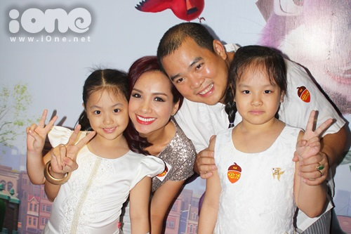 Gia đình Thuý Hạnh luôn hạnh phúc bên nhau.