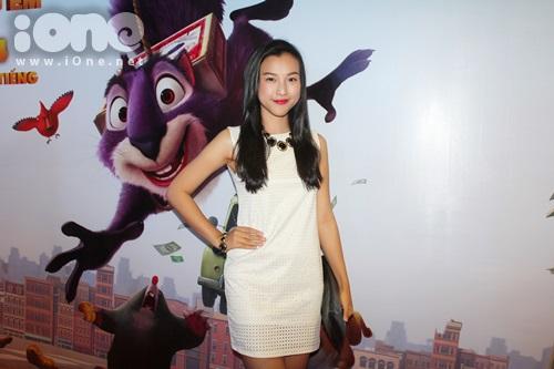 Á hậu Hoàng Oanh chọn cho mình bộ trang phục khá giản dị đến tham dự buổi ra mắt bộ phim hoạt hình mà cô cực thích sau khi xem trailer