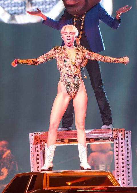 Miley-Cyrus-1-1940-1392605492-4533-13926