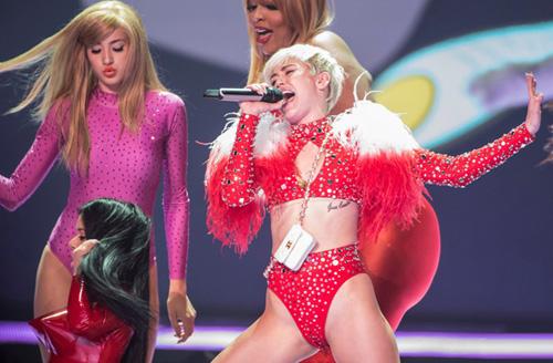Miley-Cyrus-4-3879-1392605492-9411-13926