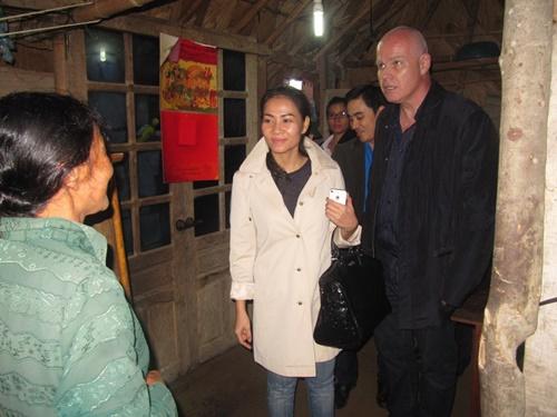Vào cuối năm 2013, Thu Minh tổ chức một đêm nhạc từ thiện kêu gọi giúp đỡ đồng bào lũ lụt tại các tỉnh miền Trung. Đêm nhạc này nhận được sự ủng hộ nhiệt tình từ các đồng nghiệp cũng như khán giả của Thu Minh, đem về số tiền ủng hộ lên đến 1 tỷ đồng. Sau thành công của đêm nhạc, nữ ca sĩ đã cùng chồng Tây xuống Hà Tĩnh, Hương Sơn đến từng nhà dân, trực tiếp trao đổi với chính quyền địa phương cũng như với những người dân chịu thiệt hại về thiên tai.