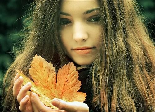 autumn-leafs-girl-hair-leaves-7896-1677-