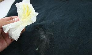 Tips: Tẩy vết trứng dính trên quần áo