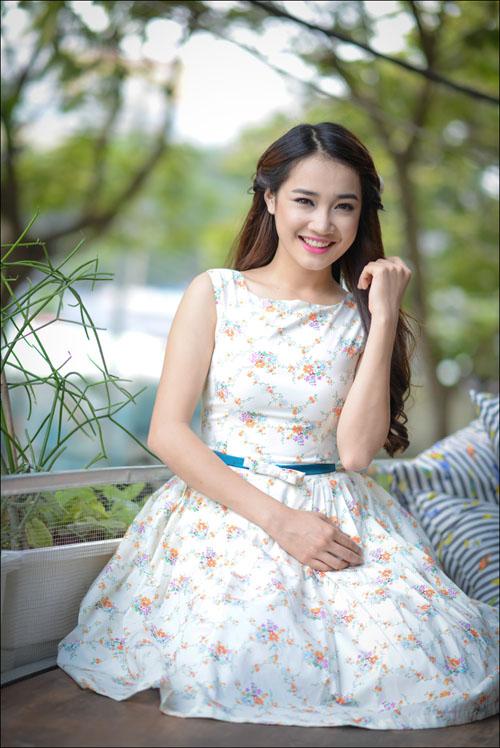 Photo: Raymoon  Stylist : Tân Đà Lạt Makeup : Huỳnh Lợi Trang phục : nhà thiết kế Hằng Cibi Location: quán trà Khánh Casa garden