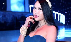 Hot or not: Phi Thanh Vân 'cưa sừng' ác liệt với váy bồng
