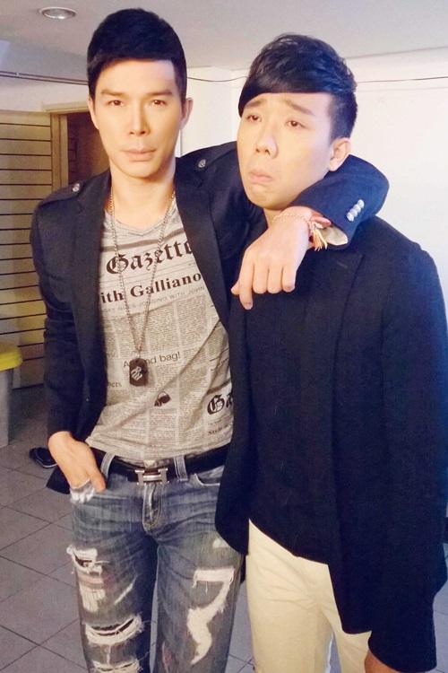 Ngoài ra trong chương trình còn có một gương mặt vô cùng quen thuộc và khá thân thiết với Nathan Lee là Trấn Thành. MC vui tính này cũng rất tung hứng với Nathan Lee khi dẫn dắt chương trình, mang lại nhiều tiếng cười sảng khoái.