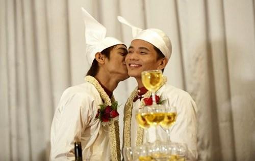 Đám cưới đồng tính đầu tiên ở Myanmar.