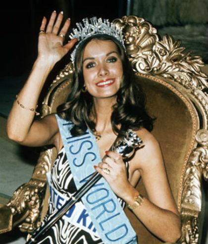 Helen Morgan của xứ Wales đăng quang Misss World năm 1974, ở tuổi 22. Chỉ bốn ngày sau khi đội vương miện trên đầu, nữ hoàng sắc đẹp buộc phải từ bỏ vương miện khi một tờ  báo khi đó đưa tin cô có một đứa con 18 tháng tuổi và quan hệ với một người đàn ông đã có gia đình.
