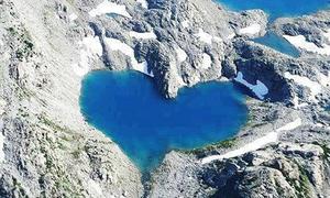Những hồ tự nhiên hình trái tim đẹp mê mẩn