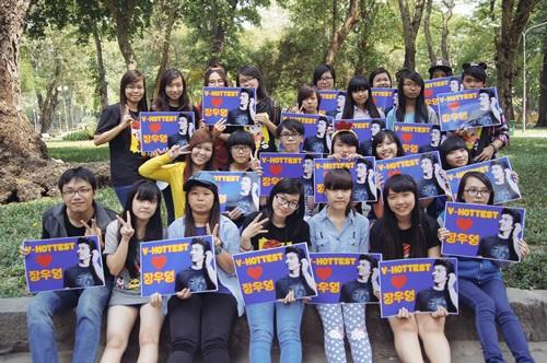 Hottest Việt còn cùng nhau quyên góp tiền để làm từ thiện dưới danh nghĩa của 2PM.