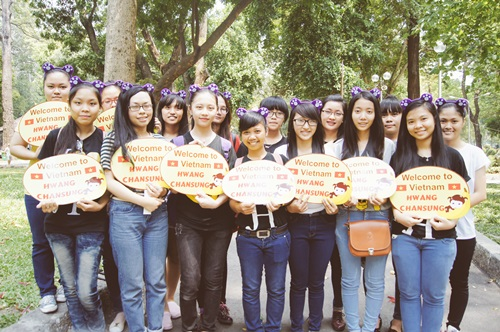 Biển chào mừng đến Việt Nam vô cùng đáng yêu từ các fan.
