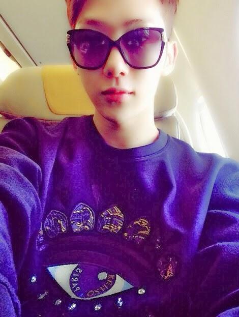 Anh chàng Jowon (2AM) khoe trên instagram chiếc áo hình đôi mắt độc đáo đang được yêu thích hiện nay.
