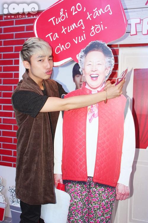 Tối ngày 11/3, bộ phim hài - tình cảm Hàn Quốc Miss Granny (Ngoại già tuổi 20) đã có buổi ra mắt tại TP HCM>