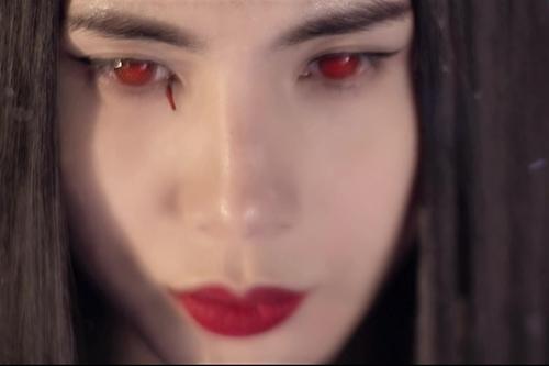 MV gây ấn tượng cho người xem với những góc quay đẹp, hình ảnh đậm chất điện ảnh.