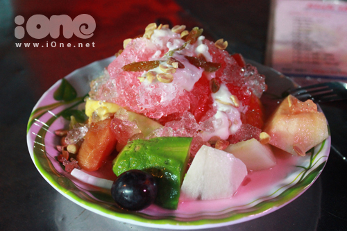 Trái cây dĩa có thể ăn chung với sữa chua hoặc sầu riêng.