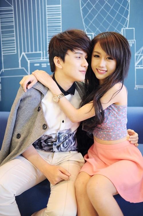 MV được xây dựng một câu chuyện dễ thương, gắn kết được nội dung của nội dung phần trước. Khắc Minh cũng đã mời cô bạn thân của mình là Quỳnh Nhi, cựu thành viên nhóm X5, vào vai người con gái mà anh chàng thầm thương trộm nhớ.