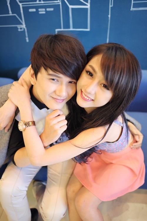 Để thực hiện MV, Khắc Minh còn được sự giúp đỡ của stylist Nguyễn Thiện Khiêm và ê-kíp của anh để tạo nên một bộ ảnh hợp với bài hát cũng như sự đáng yêu của nam ca sĩ.