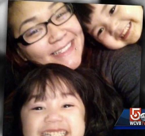 Mindy Tran với hai cô con gái sinh đôi, người mẹ được cho rằng là bà mẹ đơn thân nuôi con nhưng rất dũng cảm