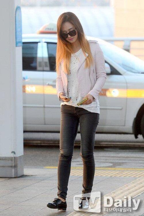 Yuri theo style cá tính như thường thấy.