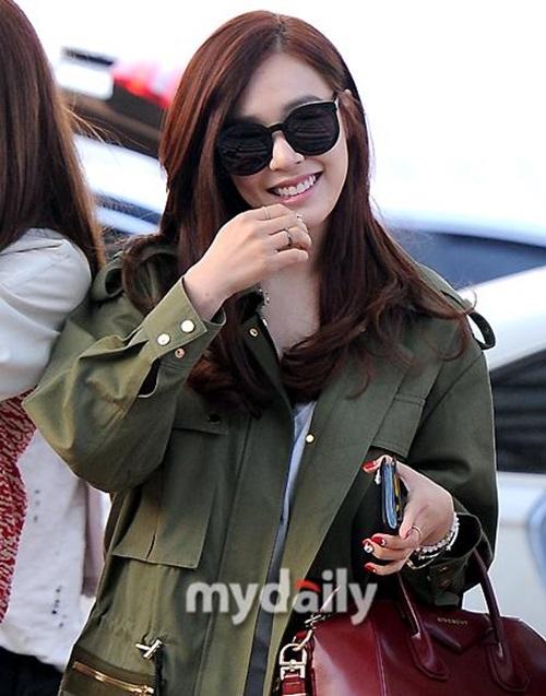 Tiffany khoe nụ cười tỏa nắng tạm biệt fan Hàn.