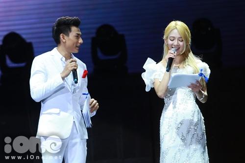 "Isaac xuc dong khi Hyo Yeon goi Isaac la oppa va anh chang dat cho Hyo Yeon nick name ""Tình cuối Quốc Dân"""