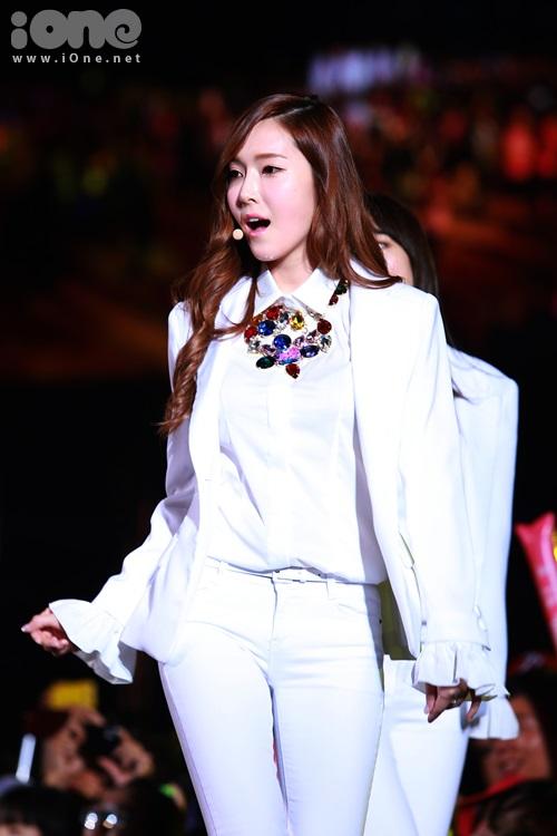 Nét quý phái và quyến rũ của gái Tây Jessica khiến các fan mê mẩn.