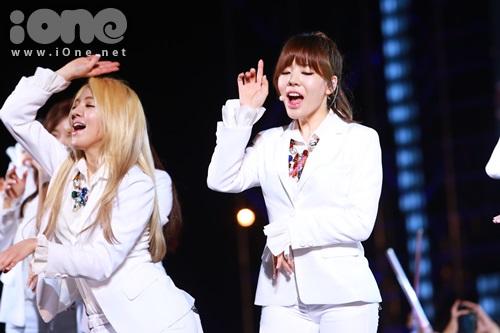 Hyo Yeon và Sunny.
