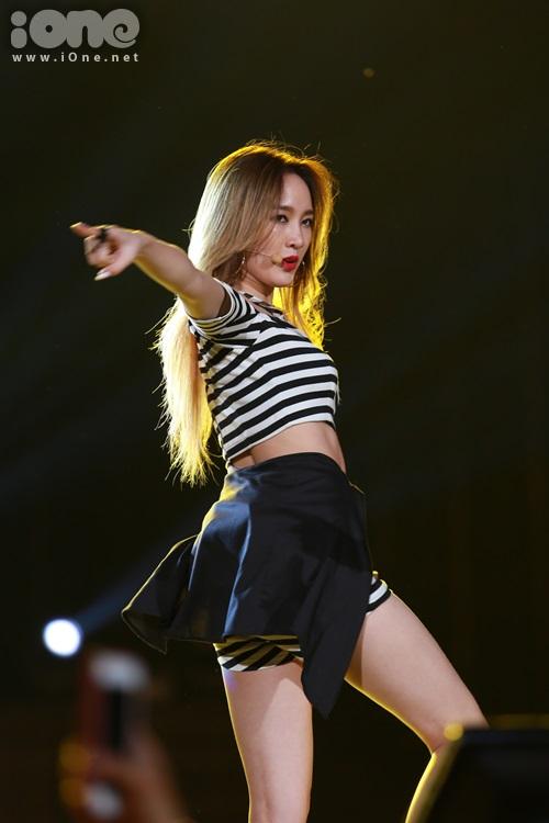 Ánh mắt khiến các fan xao xuyến của JiA