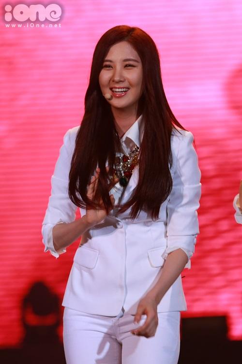 Bé út Seo Hyun khoe nụ cười tỏa nắng.