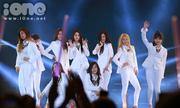 Các nhóm nhạc Hàn đốt cháy sân khấu Việt