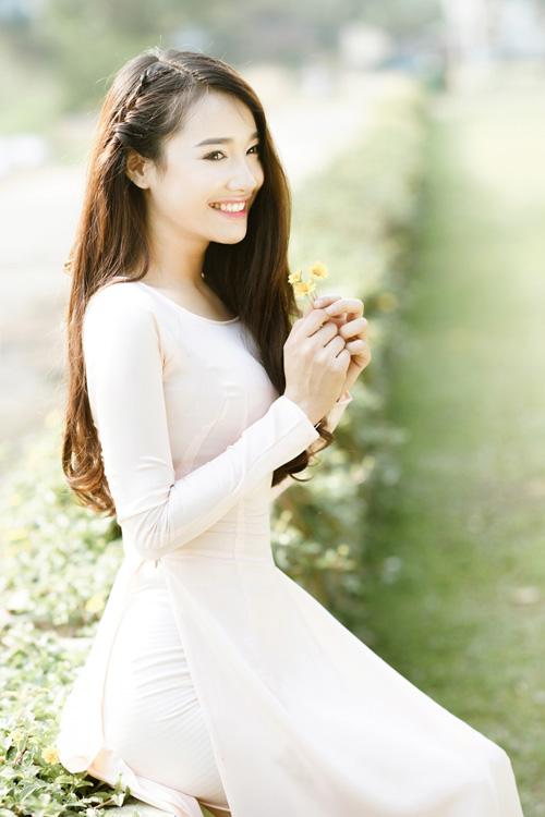 Nụ cười tươi rói của cô nàng làm xao xuyến những ánh mắt nhìn.