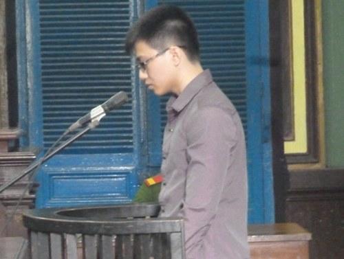 Bị cáo Phạm Văn Phú tại tòa.